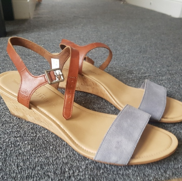 Sandals with wedge hill (2.25inches)